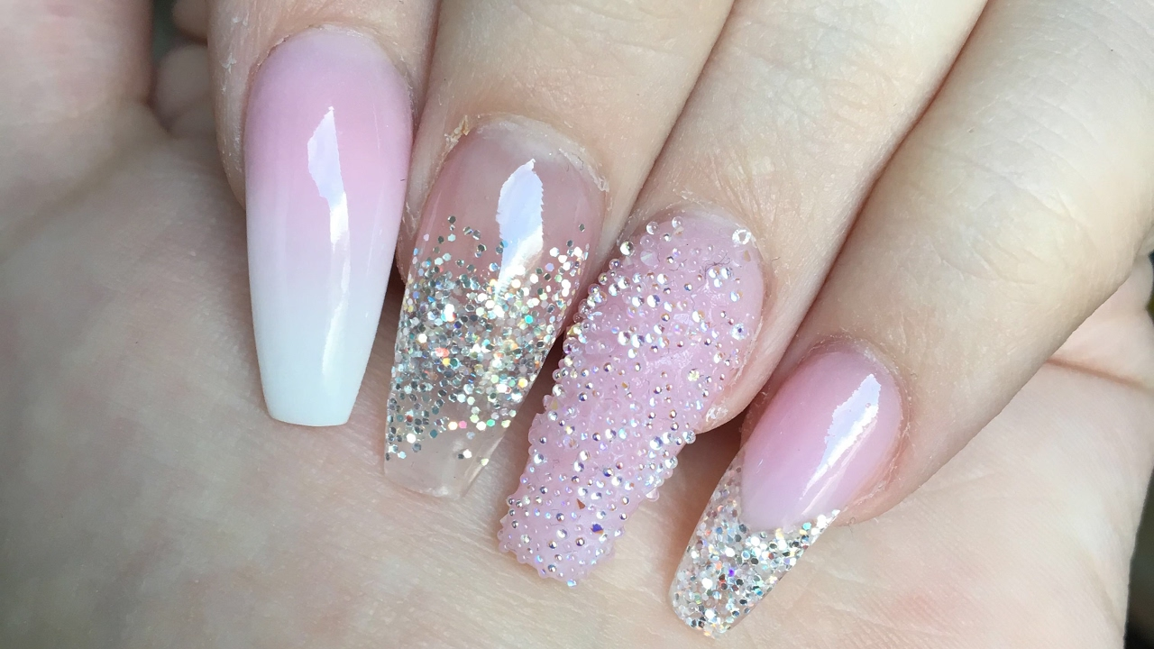 Acrylic Nails or Gel Nails - Blog - EazySpaDeals