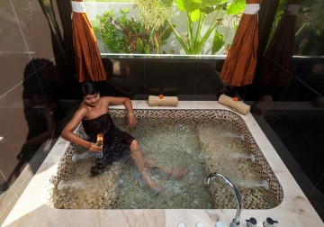 Image Traditional Asian Herbal Bath