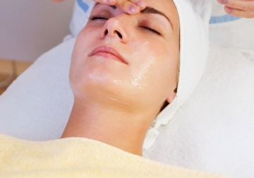 Image White Lotus Organic Facial (using Pevonia Botanica Product)